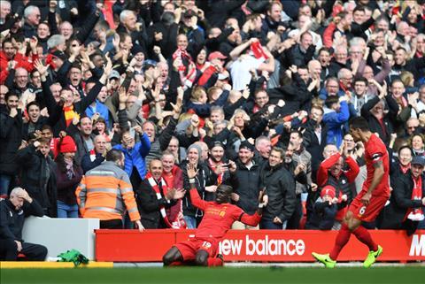 Sadio Mane đang đứng đầu danh sách Vua phá lưới tại giải Premier League 2017/18