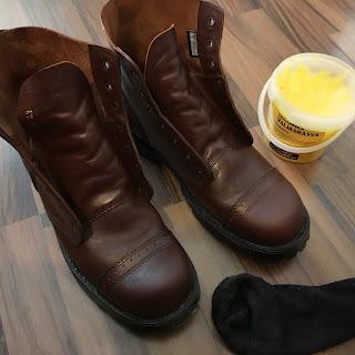 Vastarasvatut kengät ja valjasrasvapurkki