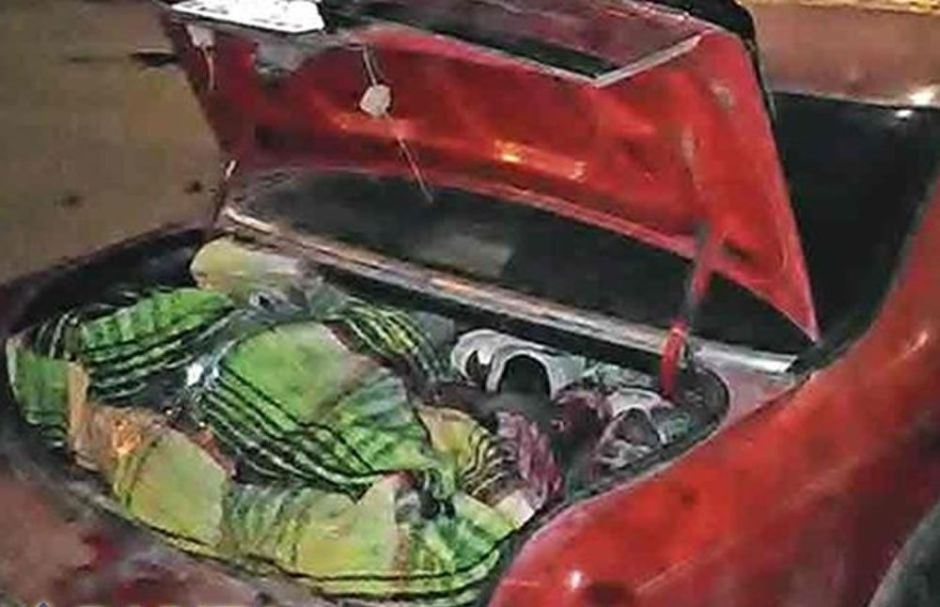 Tijuana: Sicarios ejecutan a sus padres abusan de ella y la obligan a llevar los cuerpos en el maletero del carro.