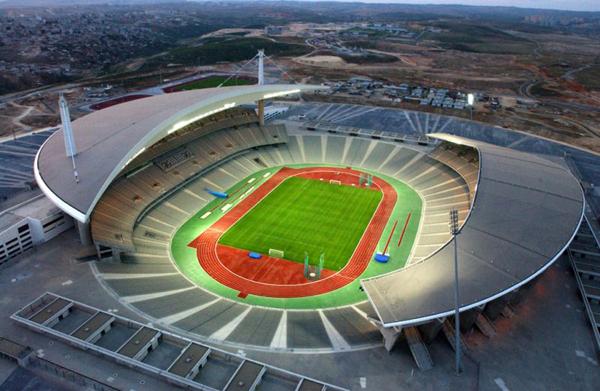 olimpiyat stadında gece maçı