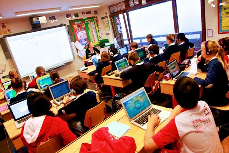 Eğitim seviyesi çok yüksektir, yüzölçümü olarak da Rusya'dan sonra gelmektedir.
