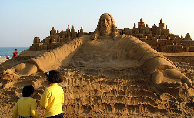 Những bức tượng Chúa được làm từ Cát tuyệt đẹp - Ảnh minh hoạ 5