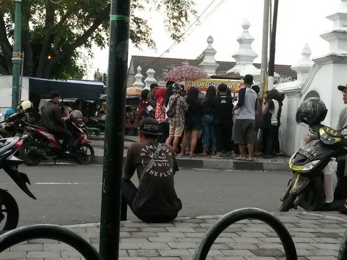 Cilok Gajahan dan Es Goreng Pak Gatot, Jajanan Legend dari Alkid
