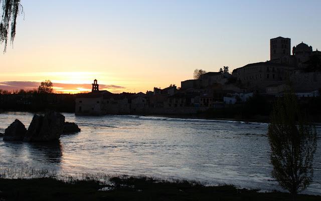 Puesta de sol en el río Duero a su paso por Zamora