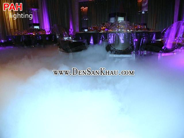 Hiệu ứng máy tạo khói trong câu lạc bộ đêm