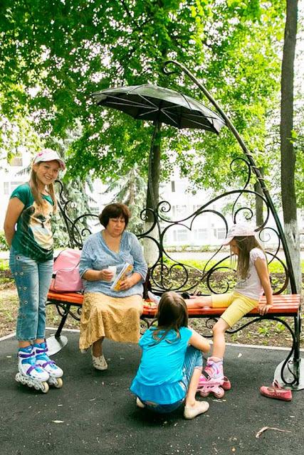 В центре Сергиева Посада появились романтические скамейки