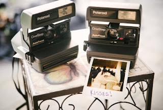 Mengulas Tentang Kembali Trendnya Kamera Polaroid di Kalangan Anak Muda