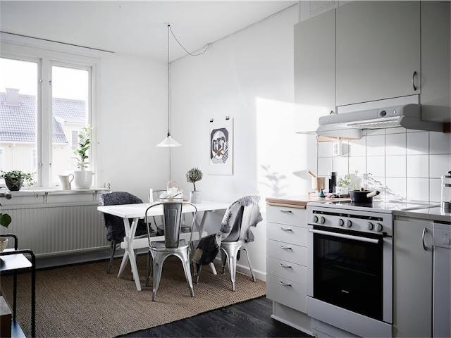 cocina estilo nordico con sillas tolix galvanizadas chicanddeco