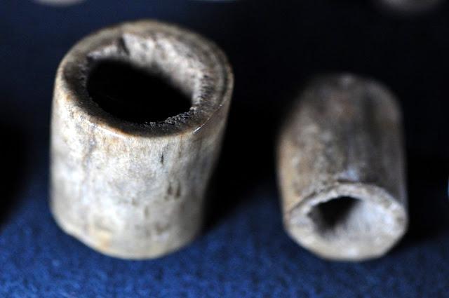 wczesnośredniowieczne oprawki do noży - wystawa Z poroża i kości, Giecz