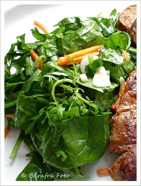 barafras kochl ffel spinat salat eine w rzige beilage. Black Bedroom Furniture Sets. Home Design Ideas