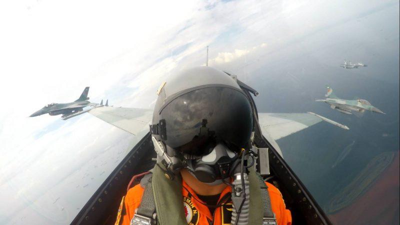 Flypast Sukhoi TNI AU