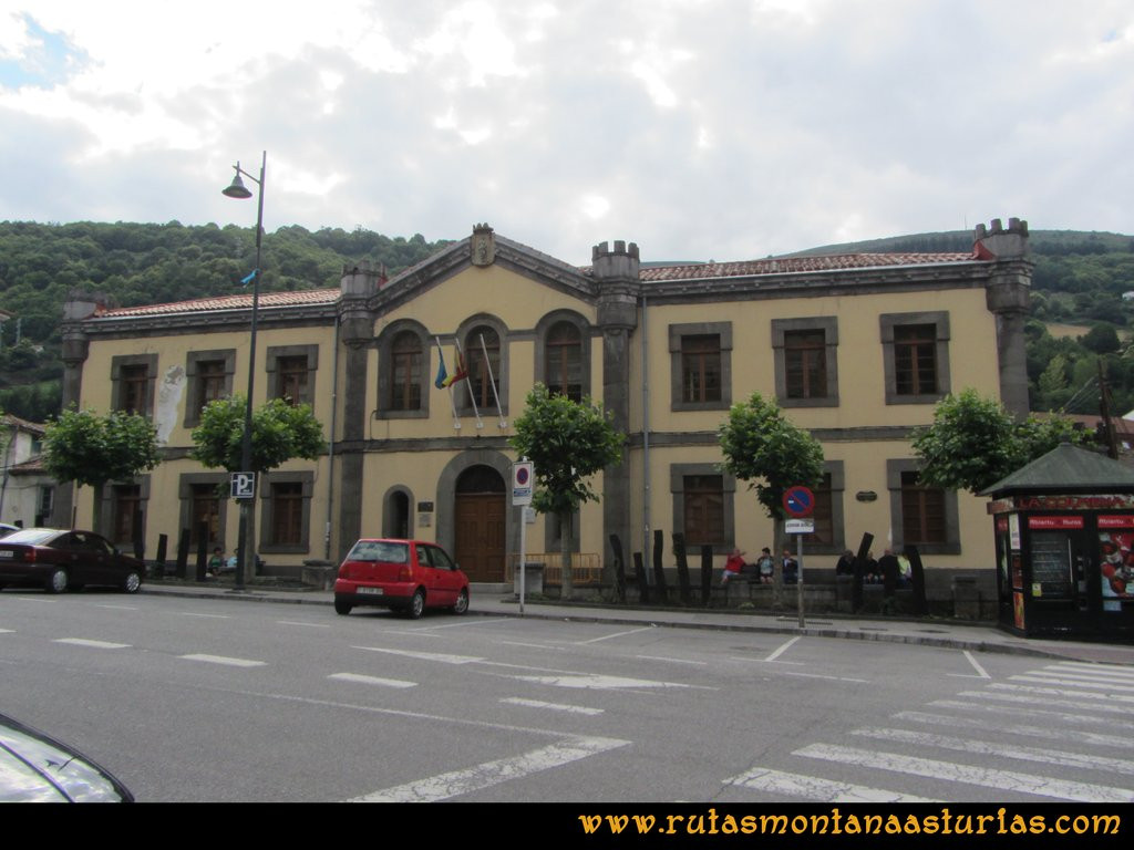 Ruta Cangas - Acebo: Llegando al barrio del Corral