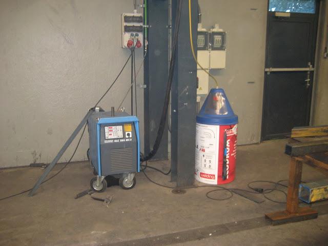 Сварочный полуавтомат с 250 килограммовой бухтой сварочной проволоки