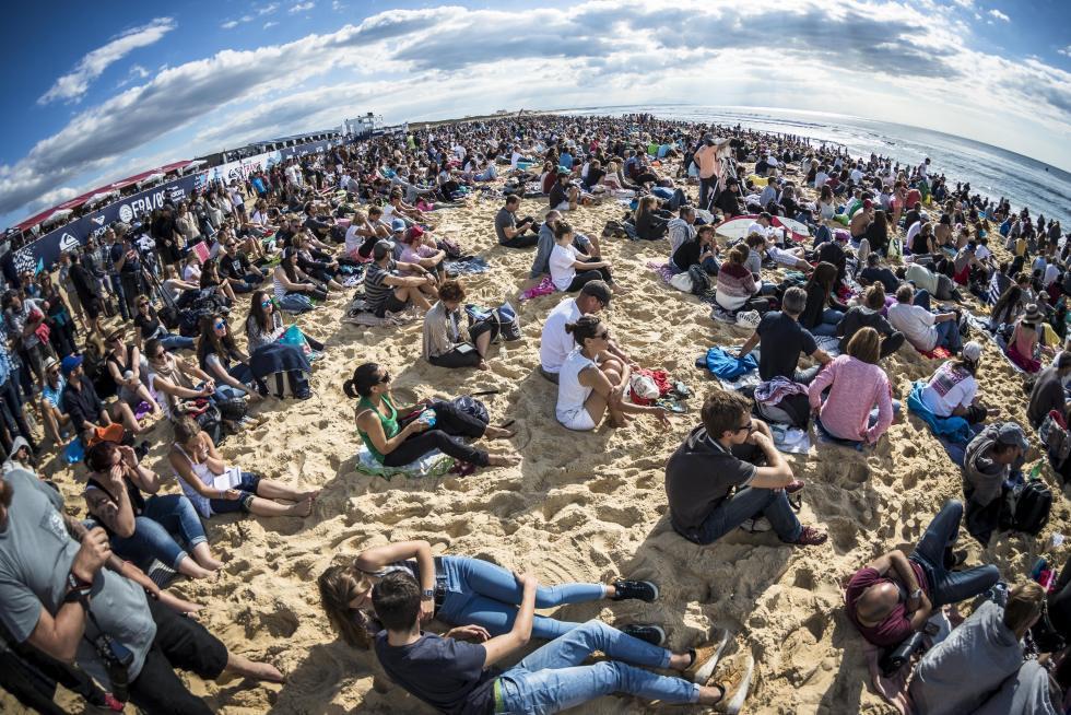 8 Crowd quiksilver pro france 2016 foto WSL Poullenot Aquashot