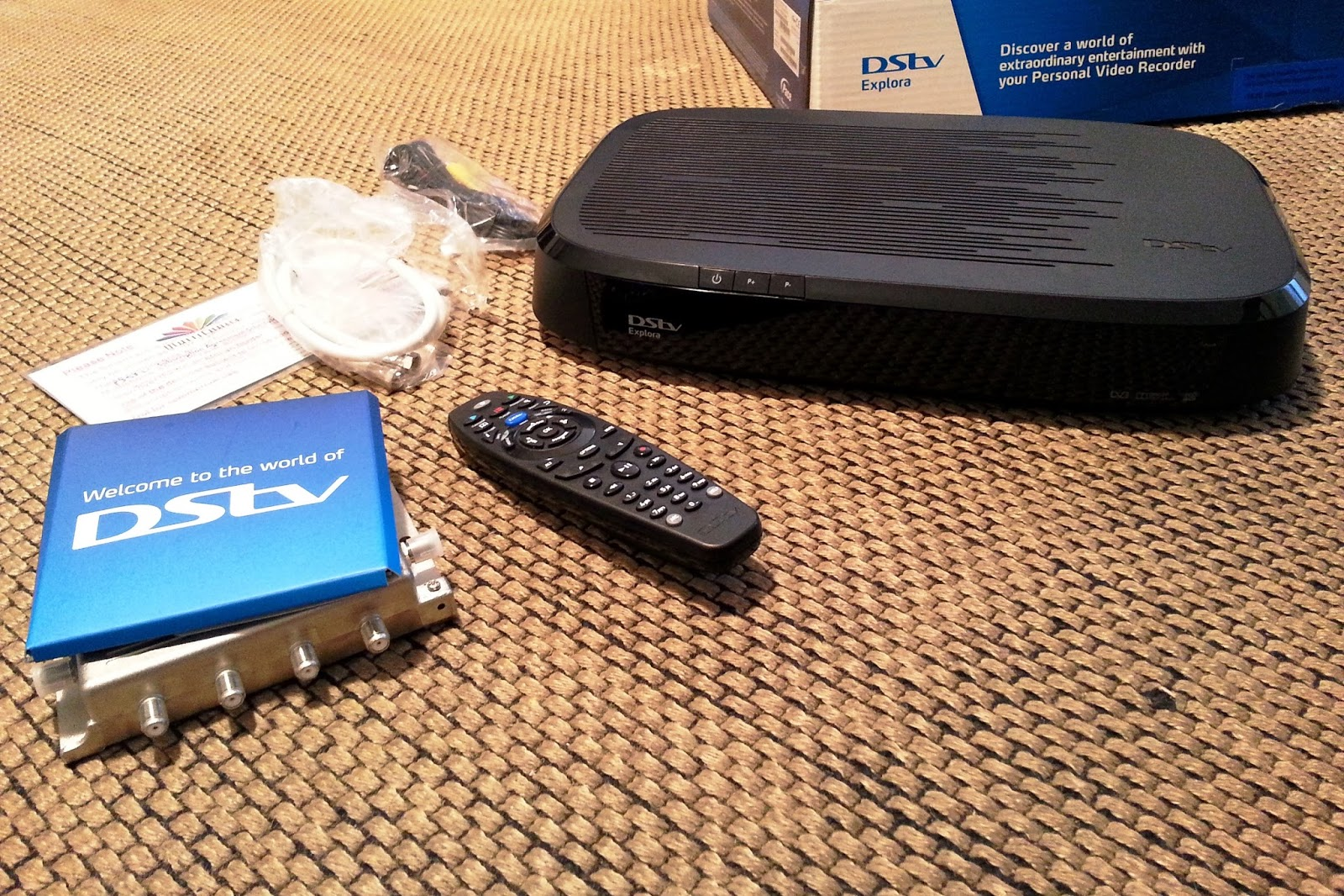 TV with Thinus UNBOXING DStv Explora Exactly how it looks  and whats all inside the box