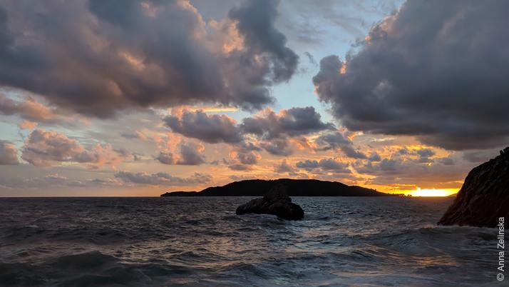Вид на остров Св. Николая с Рафаиловичи, Черногория