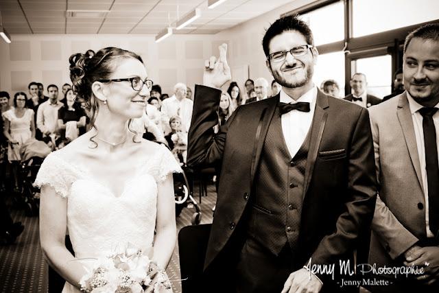 photo sépia reportage à la mairie, mariage, le oui de la mariée