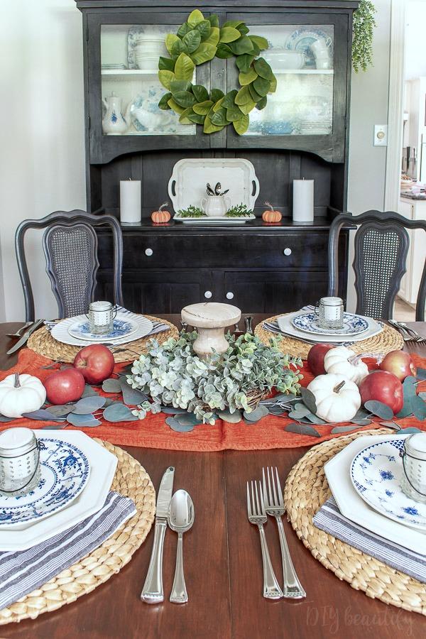 dining room Thanksgiving decor