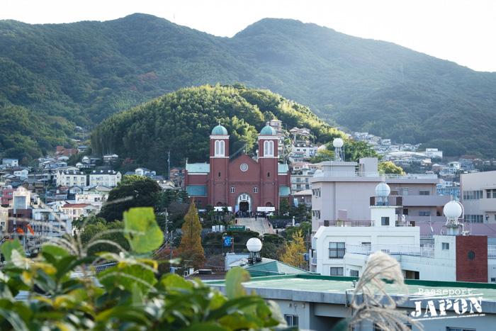 Vue sur la cathédrale Sainte-Marie d'Urakami depuis le parc de la Paix, Nagasaki