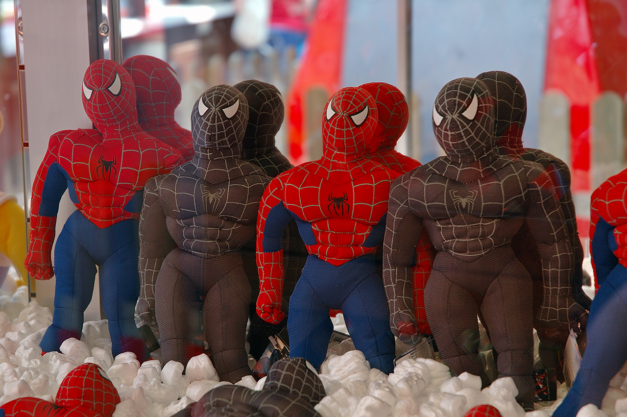 Spider men in claw vending machine at Tibidabo amusement park