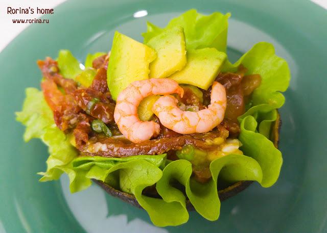 Салат с креветками, авокадо и помидорами: пошаговый рецепт