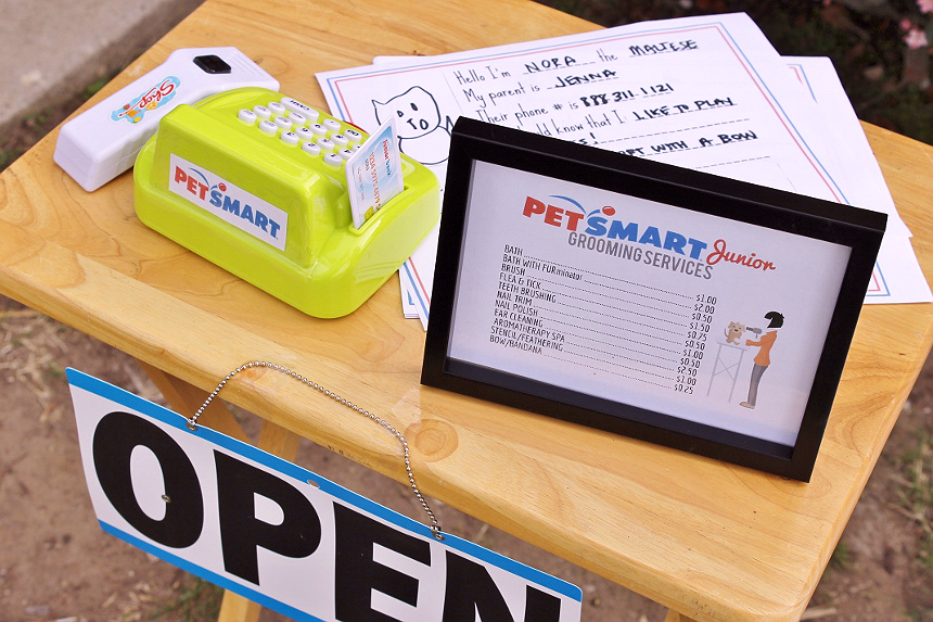 Host a Pretend Pet Salon with the kids while your pet enjoys the afternoon at #PetSmartGrooming! #Sponsored