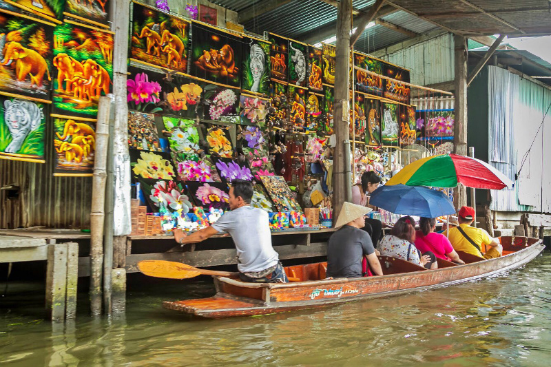 Damnoen Saduak Floating Market in Bangkok