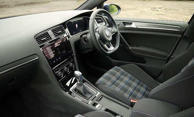 Volkswagen Golf GTE 2017 front interior
