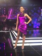 Taís Araújo usa vestido roxo com fenda na apresentação do 'Popstar'