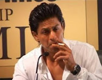 Shahrukh Khan merokok