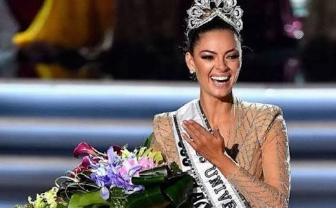 ENTERTAINMENT:  Miss South Africa Wins #MissUniverse 2017 Title, see how beautiful she looks