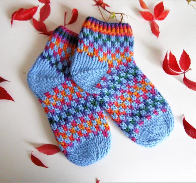 #handmade #crochet #socks #slippers #rainbow #squares #blue #heegeldatud #sokid #vikerkaar #ruut #sinine