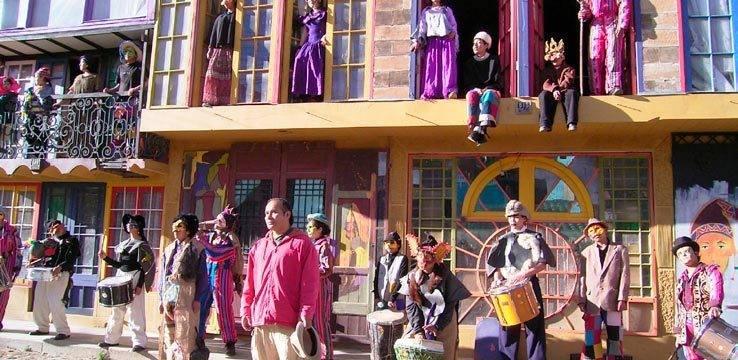Iván Nogales dirigiendo una presentación del Teatro Trono en la Calle de la Cultura de Ciudad Satélite / FACEBOOK