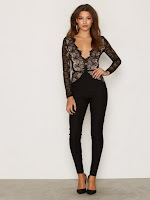https://nelly.com/be/womens-fashion/clothing/jumpsuit/rare-london-475/long-sleeve-lace-plunge-jumpsuit-475824-5680/