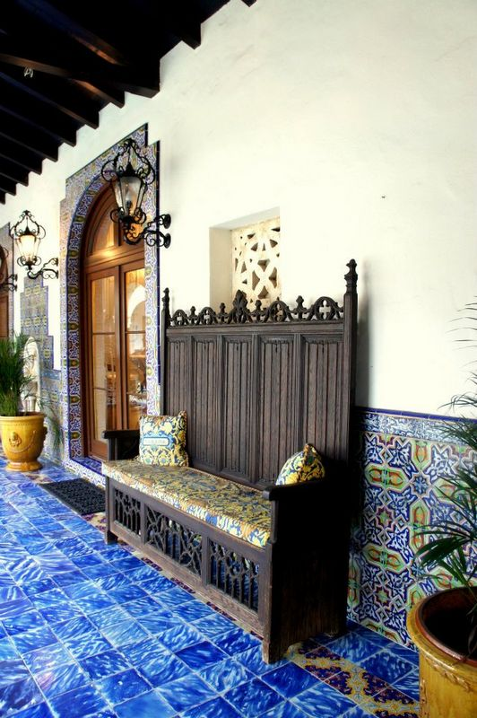 Eye For Design: Decorating In Old Spanish Colonial Style Colonial Blue Bedroom Decorating Html on colonial bedroom art, colonial beds, colonial kitchen, colonial interior, colonial bedroom sets, colonial general, colonial bedroom style, colonial bedroom colors, colonial master bedroom, colonial rugs, colonial bathroom, colonial mirrors, colonial bedroom furnishings, colonial architecture,