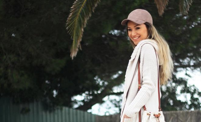 Os casacos de malha são mesmo uma das peça-chave desta estação. Look do dia/Outfit. Sporty chic. Nude colors. Tendências Outono/Inverno 2016/2017. Dicas de Moda. Style Statement. Blog de moda portugal