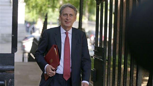 UK Chancellor Philip Hammond works against Theresa May to slow Brexit