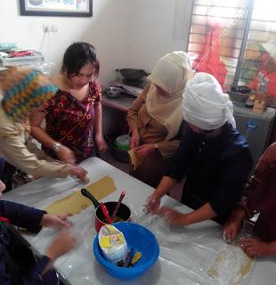Pelatihan tata Boga, Kripik Lapis, Kripik Lapis malaysia, kripik malaysia, kursus kue pekanbaru, slb cendana pekanbaru, pelatihan tataboga, kursus kue
