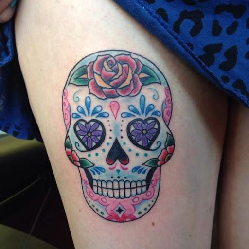 Cranio de arte requer cores brilhantes