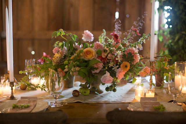 Kompozycje na stołach weselnych, Trendy ślubne 2017, Oprawa florystyczna ślubu i wesela, Modny Ślub i Wesele, Kwiaty do ślubu 2017, Modne bukiety ślubne 2017, Dekoracje kwiatowe na Wesele, Ślub i wesele 2017,