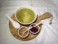 Broccoli soep met pijnboompitten en zongedroogde tomaat