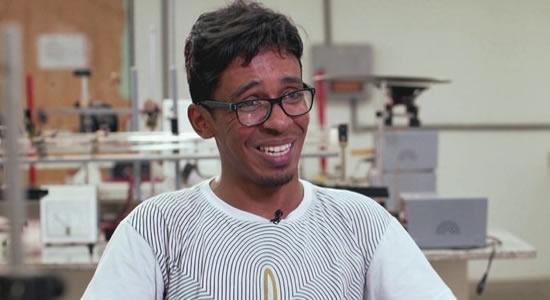 Ex-catador de latinhas vai cursar Ciência da Computação em Harvard.