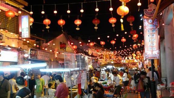 pasar malam jonker walk ramai orang