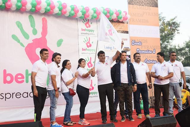 2. Shalini Thackrey seen flagging off Lokhandwala Festival