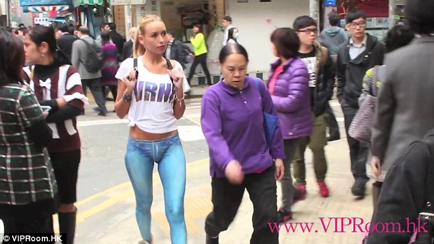 Model Walks Around Hong Kong Naked From The Waist Down -4100