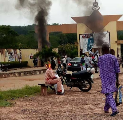 LAUTECH Students Protest, Shut Down School Over Fee Hike