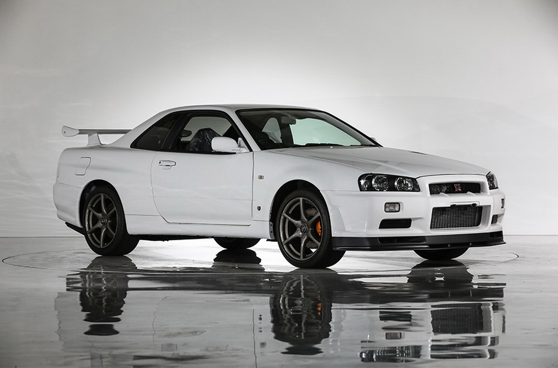 this is what a nissan skyline r34 gt r vspec ii n r with 10km looks like carscoops. Black Bedroom Furniture Sets. Home Design Ideas
