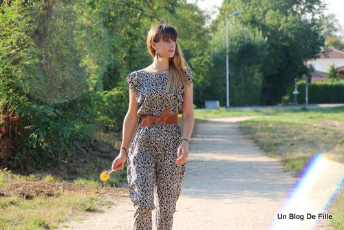 http://unblogdefille.blogspot.fr/2015/08/ootd-combinaison-leopard-et-escarpins.html