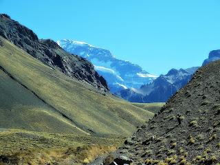 Aconcágua entre Picos de Pré-Cordilheira dos Andes, Mendoza