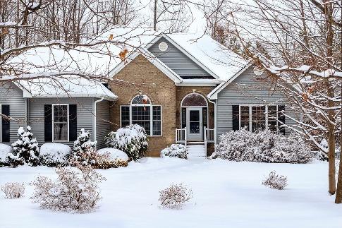 pixabay.com/en/winter-snow-scene-house-home-brick-670314/
